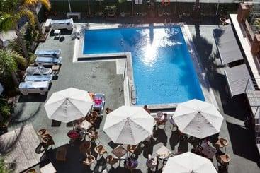 Piscina Hotel H Top Palm Beach Lloret de Mar