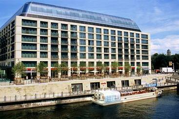 Berlim (mais vendido): Radisson Blu Hotel Berlin 5* desde 56€ por noite/pax (10 jan - 11 jan) [opção voos incl.]