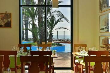 Funchal (mais vendido): LTI Pestana Grand Ocean Resort 5* desde 41€ por noite/pax (07 nov - 23 nov) [opção voos incl.]