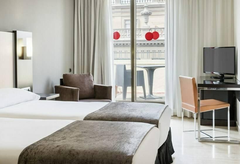 Hotel ilunion almirante en barcelona destinia for Habitacion 73 barcelona