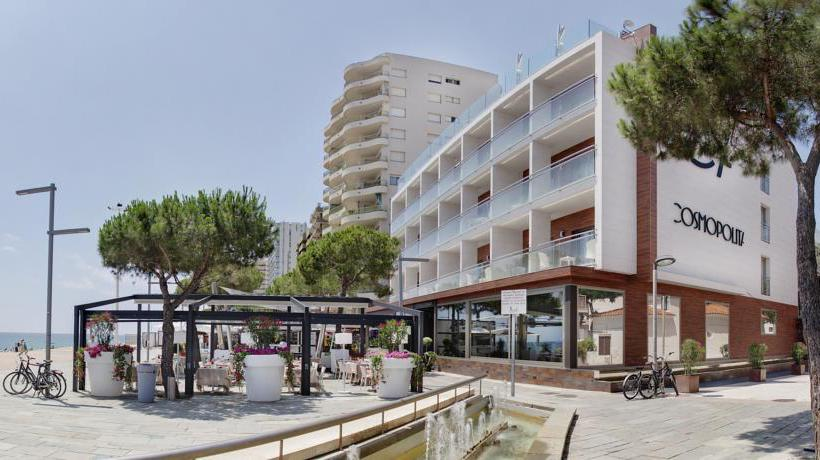 Outside Hotel Cosmopolita Platja d'Aro