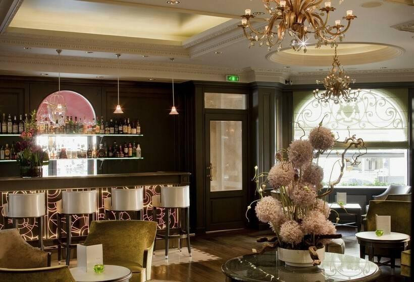 Hotel Chateau Frontenac Paris