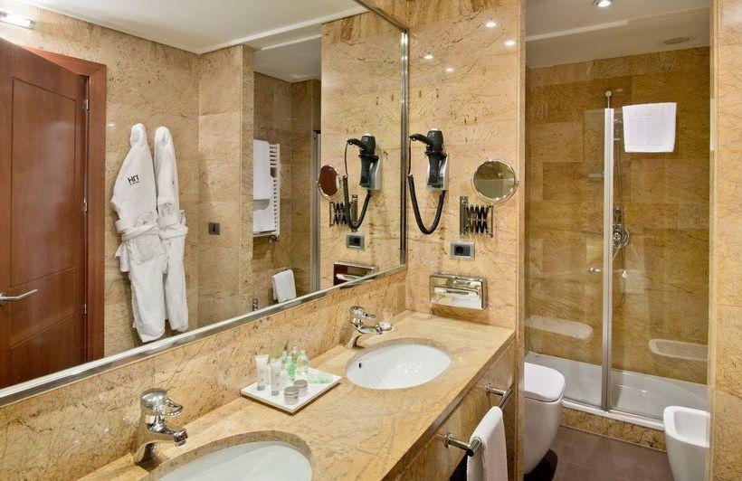 Bathroom Hotel NH Palacio de Vigo