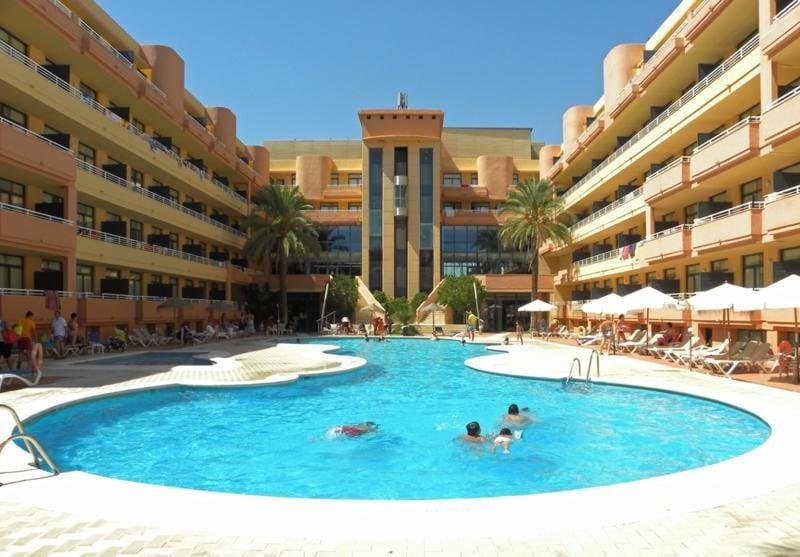 Aparthotel advise reina en vera destinia for Hoteles con piscina en almeria