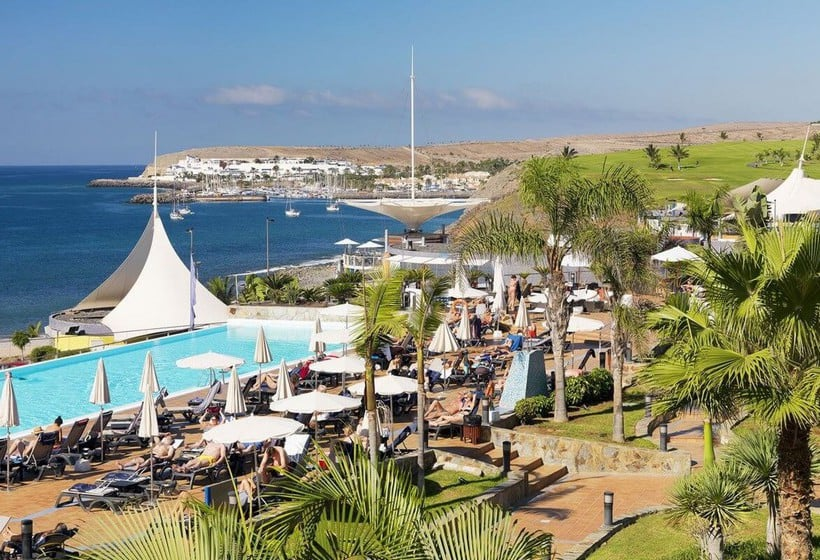 Swimming pool Hotel H10 Playa Meloneras Palace