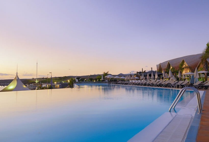 Swimming pool Hotel H10 Playa Meloneras Palace