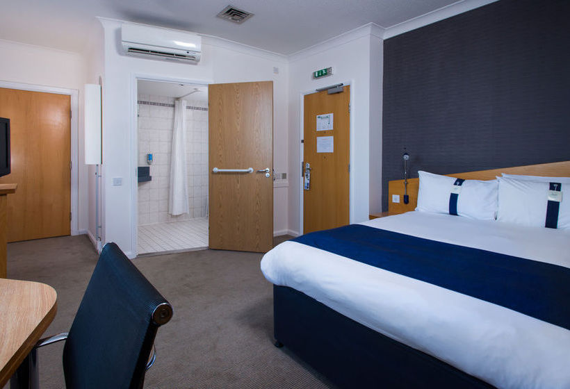 هتل Holiday Inn Express London Chingford لندن