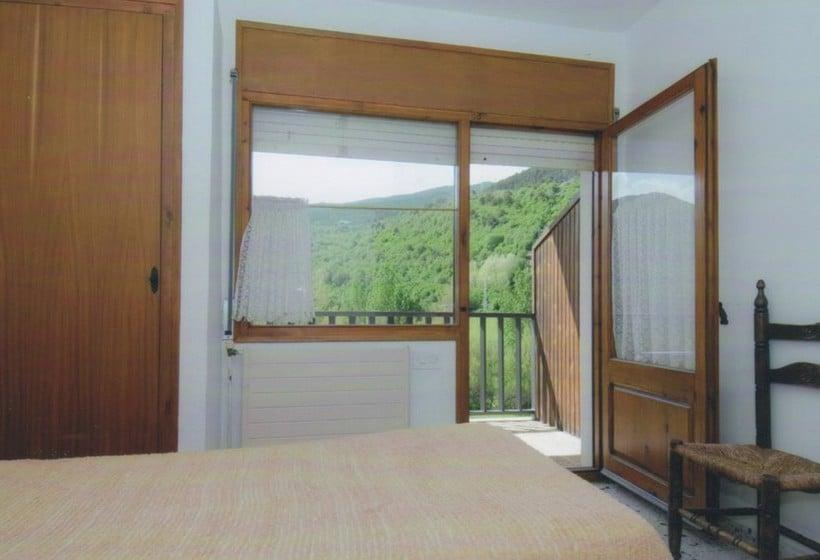 Room Apartamentos Espot 1300
