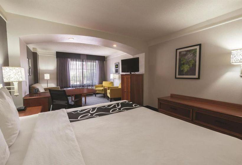 هتل La Quinta Inn & Suites San Antonio Airport سان آنتونیو