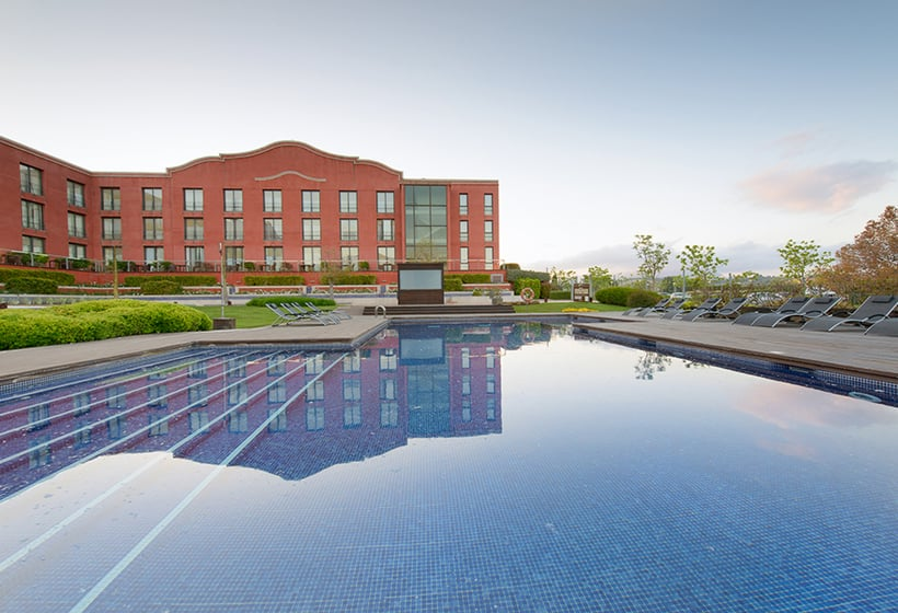 Swimming pool Hotel Barcelona Golf Resort & Spa Sant Esteve Sesrovires