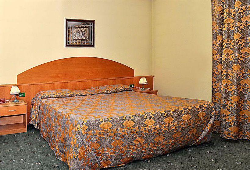 Hotel Ascot Lodging Cardano al Campo