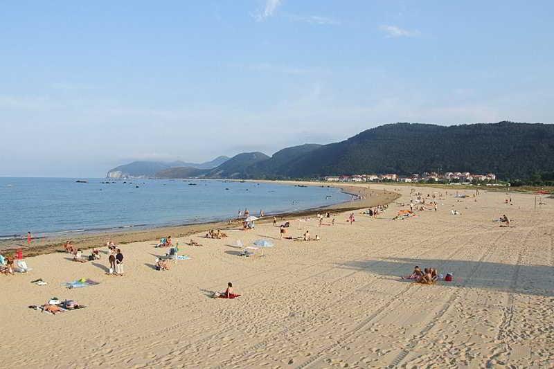 Apartamentos playas de noja en isla destinia - Apartamentos en cantabria playa ...