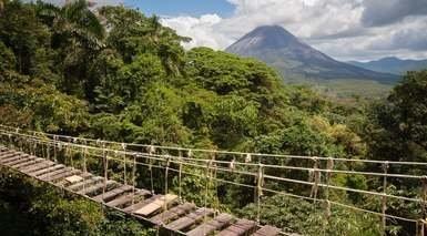 Aventura en Costa Rica: Rafting, Termas, Tirolinas y Playas
