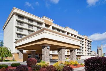 Holiday Inn Niagara Fallsscenic Downtown - Niagara Falls