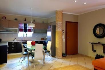 Duplex Apartment Portside - Sarande