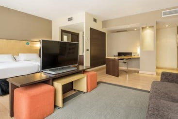 Ilunion Suites Madrid - Madrid