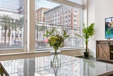 1 And 2 Br Luxury Condos Steps Away From French Quarter - New Orleans