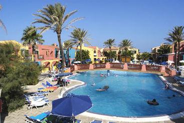 Swimming pool Hi! Binimar by Globales Ciutadella