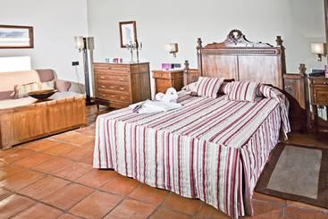 Apartamentos sacramento en baeza destinia - Hotel puerta del arco ...