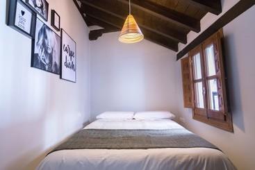 Room Apartamentos Nahira Suites 3000 Granada