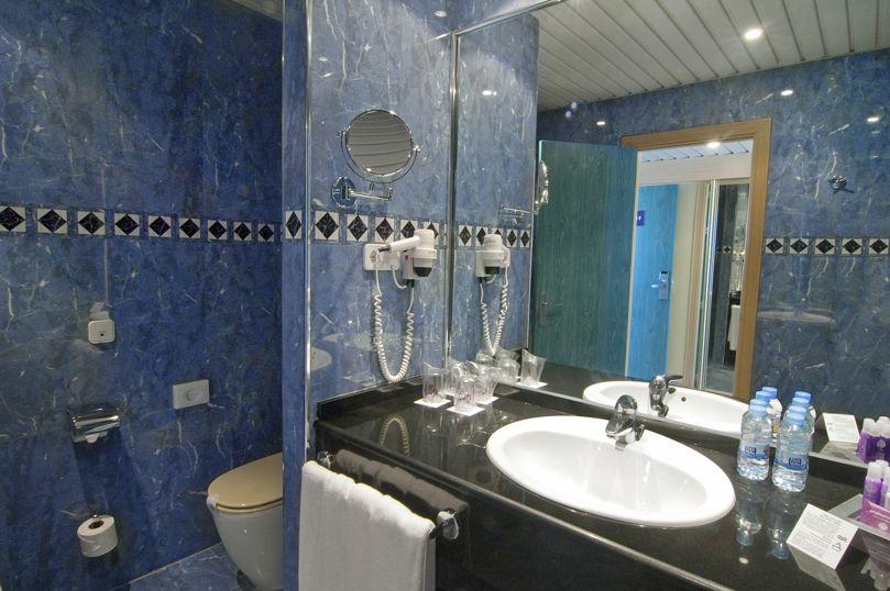 Cuarto de baño Hotel Servigroup Galúa La Manga del Mar Menor