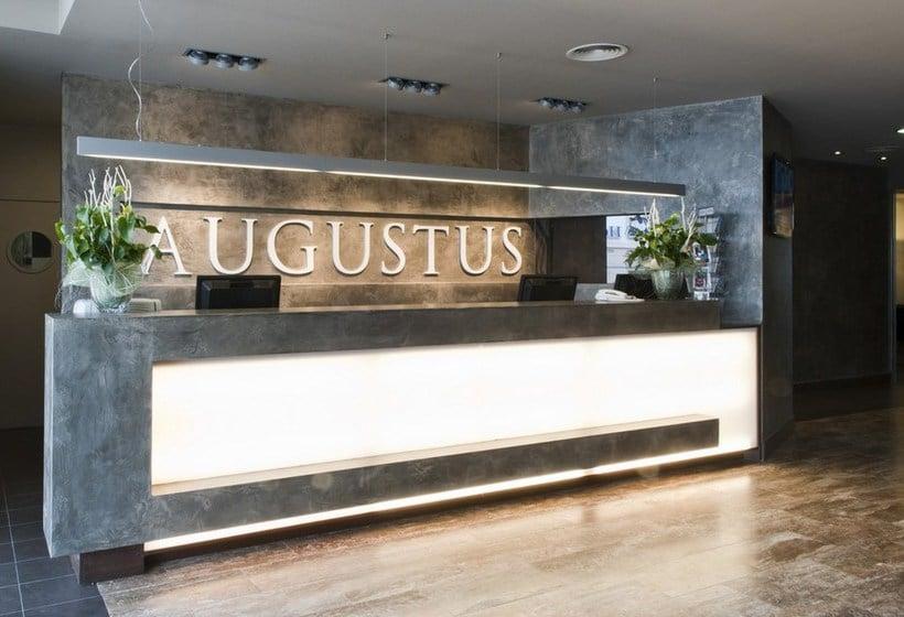 Recepción Hotel Augustus Cambrils