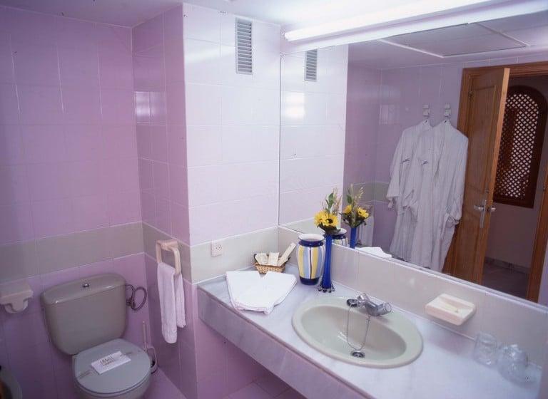 Cuarto de baño Apartamentos Fenix Beach Roquetas de Mar