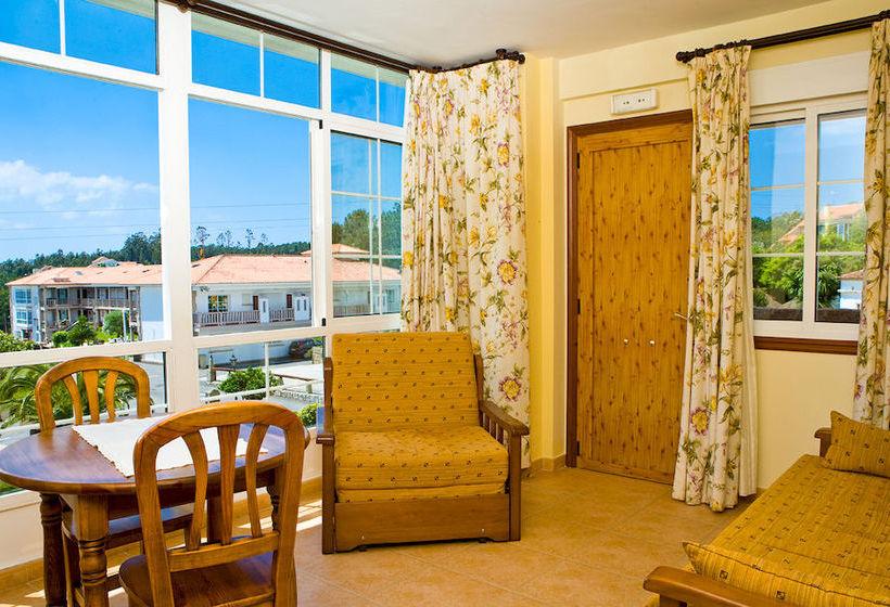 Aparthotel punta cabicastro en portonovo destinia - Apartamentos en portonovo baratos ...