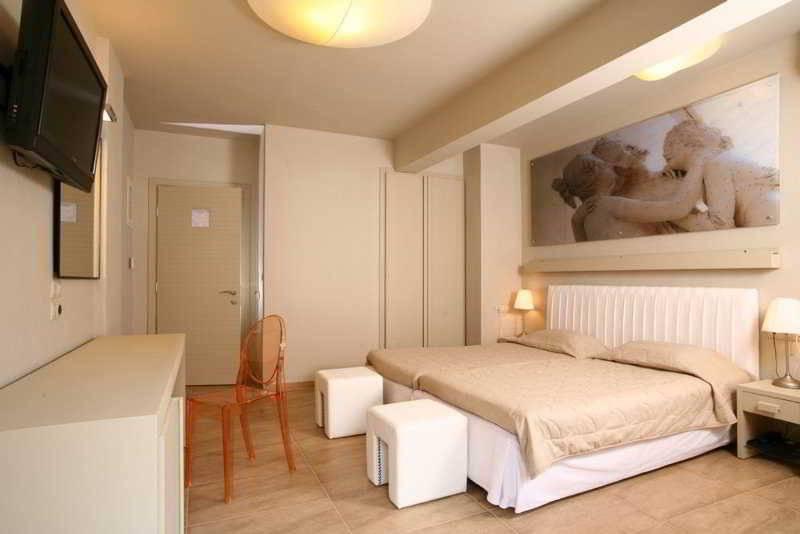 Hotel bourtzi en skiathos desde 113 destinia for Bourtzi hotel skiathos