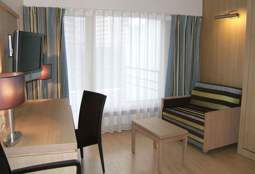 Appart 39 h tel residhome paris massy en massy destinia for Appart hotel massy